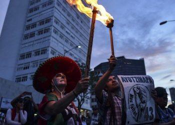"""Detenidos por Ayotzinapa fueron torturados por la PGR y obligados a ratificar """"verdad histórica"""": AP 2"""