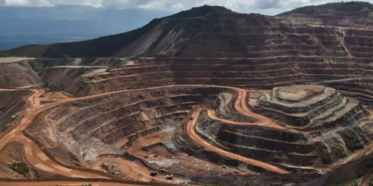 A general view of the Los Filos gold mine in Guerrero State, Mexico, on October 21, 2014. AFP PHOTO/RONALDO SCHEMIDT
