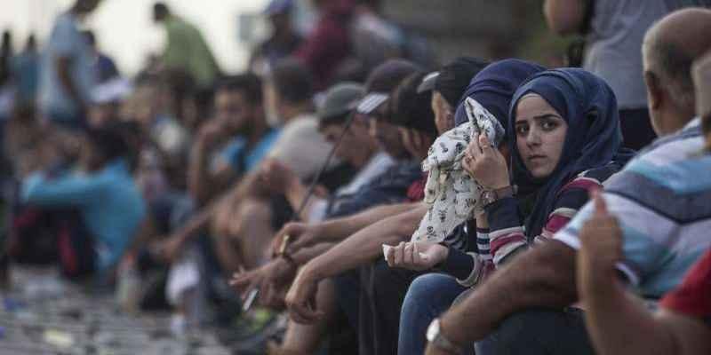 París abrirá campos de acogida temporal para refugiados