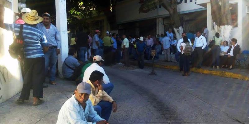 Bloquean trabajadores de Capach distribución de agua en Chilpancingo