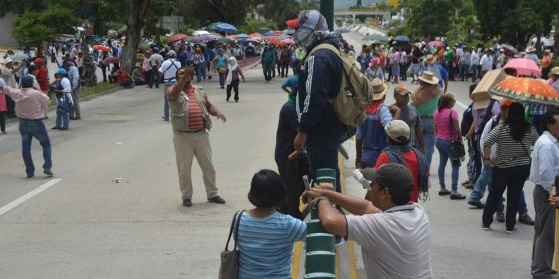 Bloquean CETEG y Ayotzinapa central de autobuses de Chilpancingo
