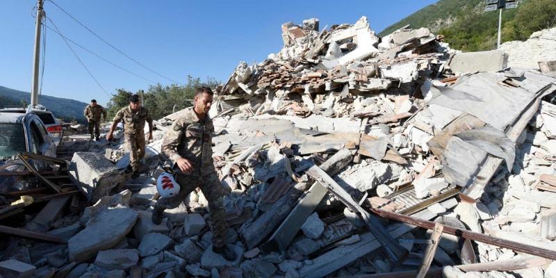 Mal construidos, edificios caídos por sismo en Italia: ONG