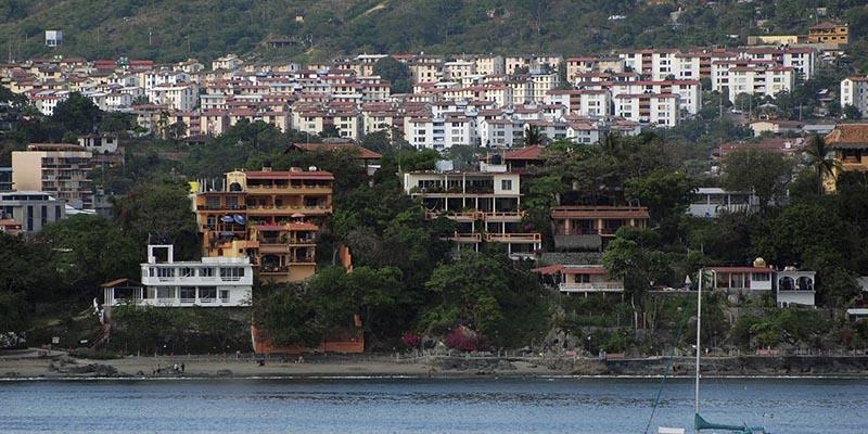 Violencia deja cancelaciones en hoteles de Zihuatanejo, Guerrero