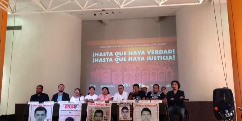Zerón debería estar en la cárcel, reclaman padres de los 43