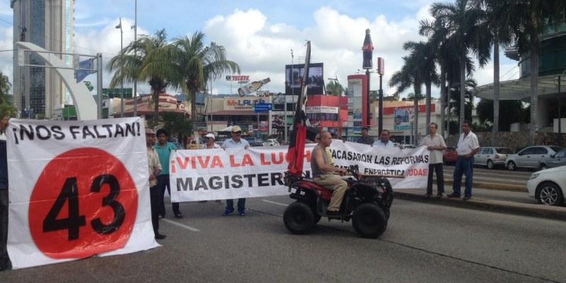 Marcha CETEG por Ayotzinapa en Acapulco