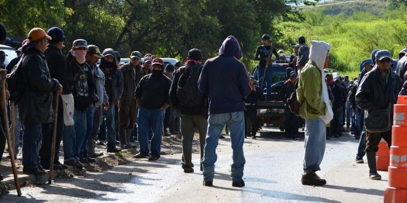 Amagan comunitarios con ingresar a Chilapa; buscan a desaparecidos