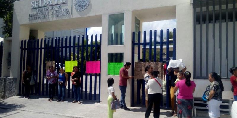 Tomaron damnificados oficinas de Sedatu en Chilpancingo