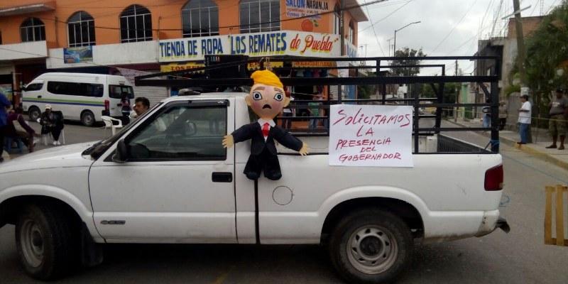 Mantienen colonos bloqueo en Chilpancingo; rechazan construcción de barda