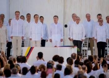 El presidente colombiano Juan Manuel Santos y el jefe de las Fuerzas Armadas Revolucionarias de Colombia firmaron hoy aquí un histórico Acuerdo de Paz, que puso fin a 52 años de conflicto interno con ese grupo rebelde.