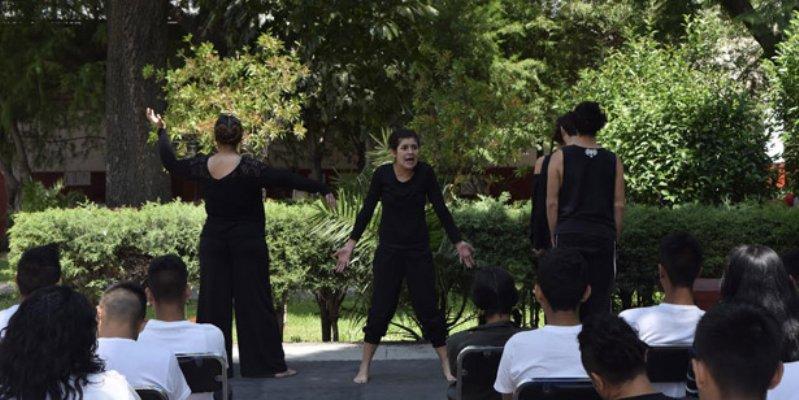 Jovenes presos realizan musical en CDMX