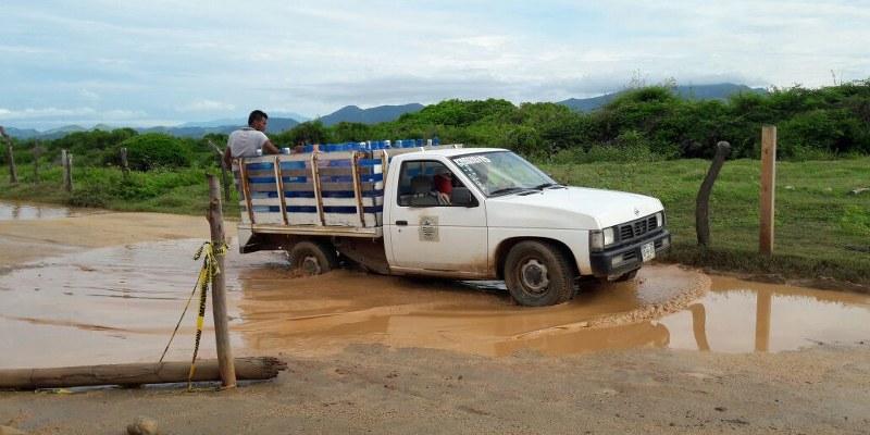Protestan por seguridad y pavimentación de camino en Zihuatanejo