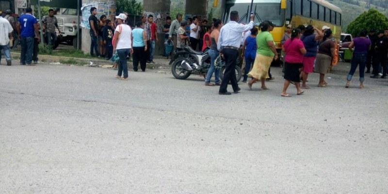 Comunitarios toman comisaría y retinen a 5 en Petaquillas, Guerrero