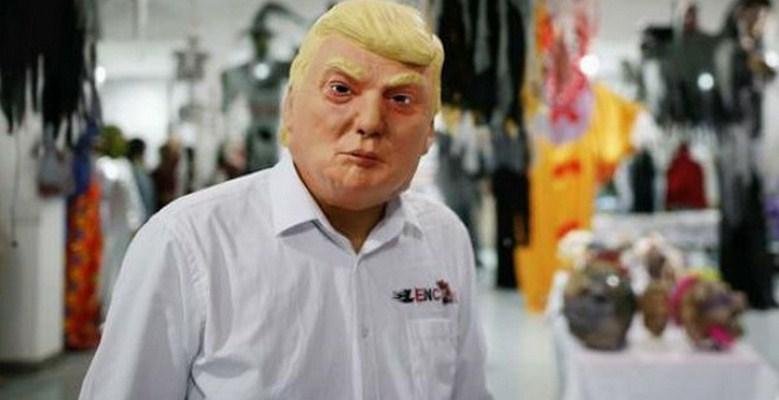 Hombre con máscara de Trump acuchilla a mujer en Florida