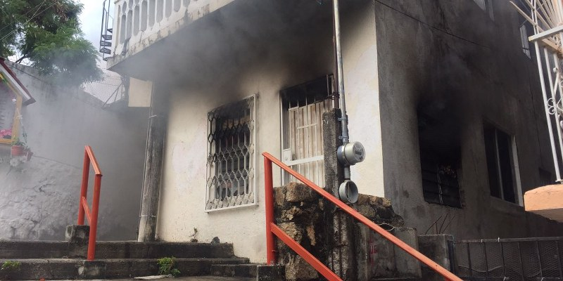 Incendio consume casa en colonia de Acapulco