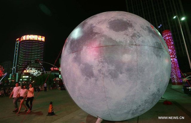 luna-gigante-china-inflable