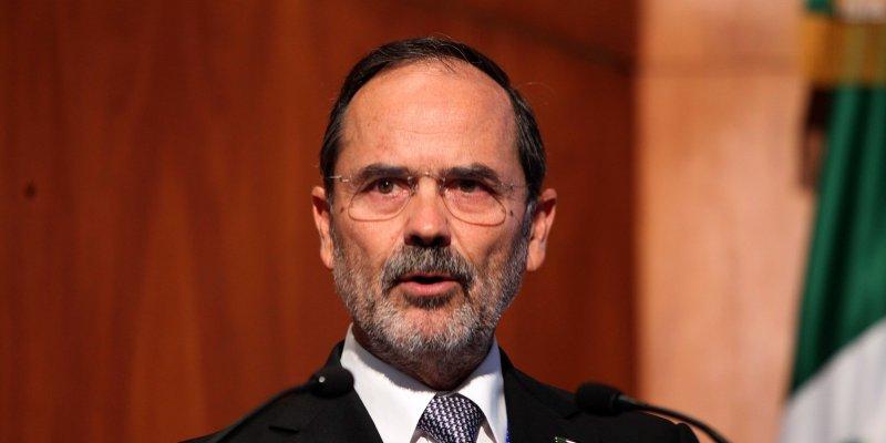 Deja Madero el Congreso; se irá con Corral