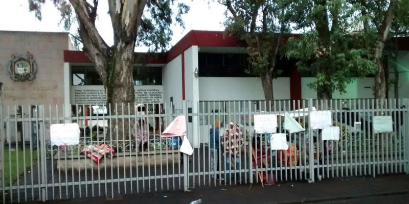 Pide rector a rechazados parar toma de Universidad Michoacana