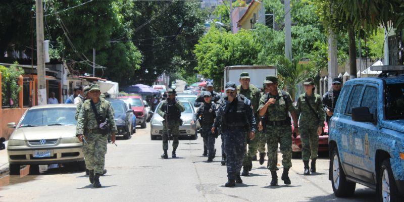 Recorren soldados y policías calles y playas de Acapulco