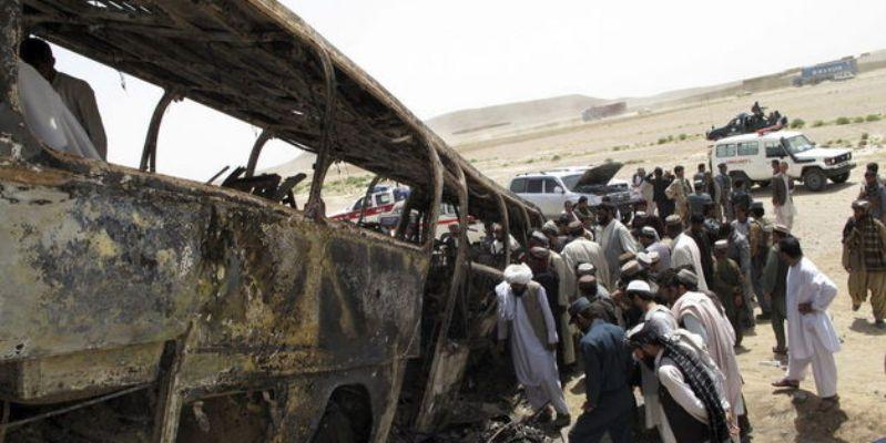 Choque entre camión y cisterna deja 36 muertos en Afganistán