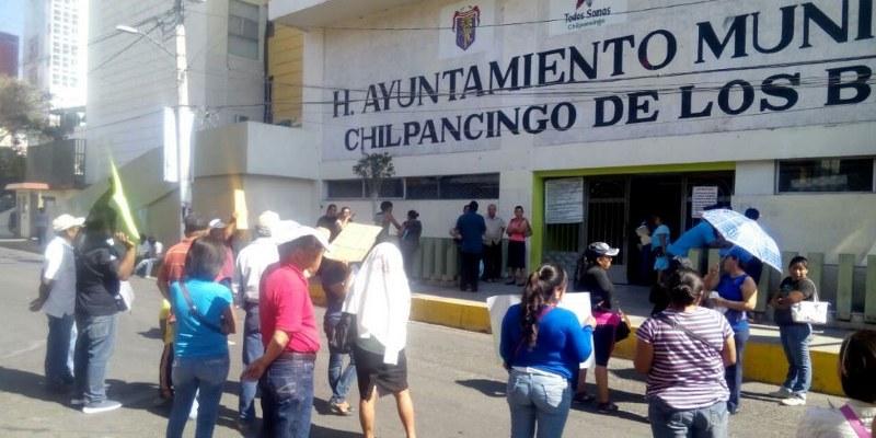 chilpancingo-bloqueo-ayuntamiento-agua_800x400