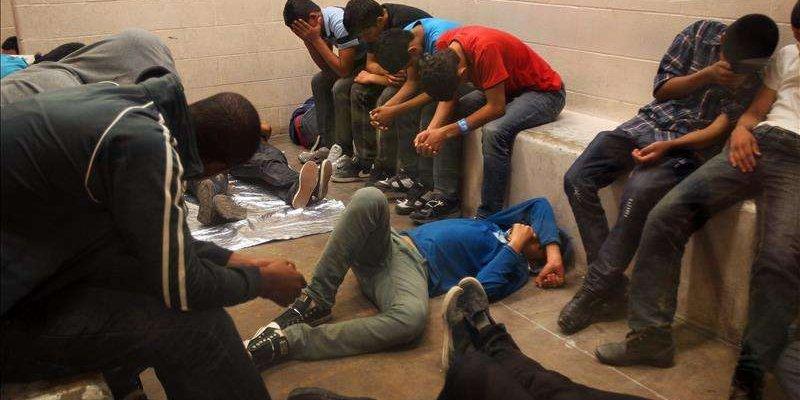 Federales rescatan a 153 migrantes en poder de traficantes en Tabasco