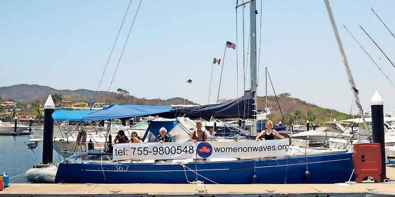 'Barco del aborto' atiende a mujeres en aguas internacionales