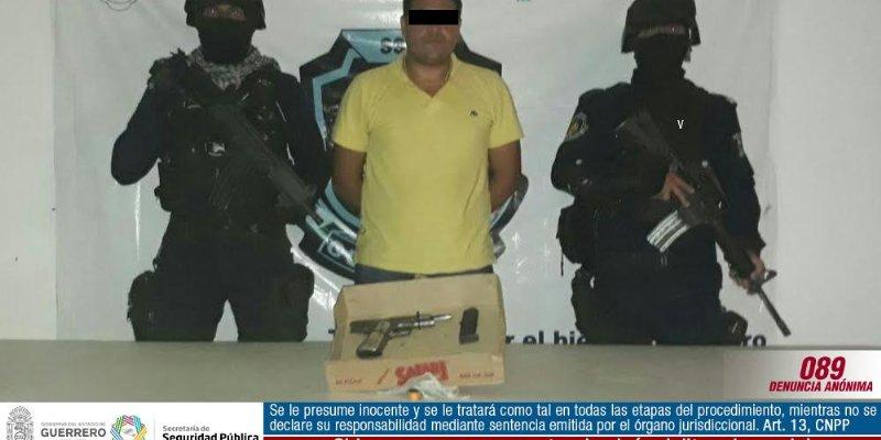 Detienen a hombre con arma del Ejército en Taxco