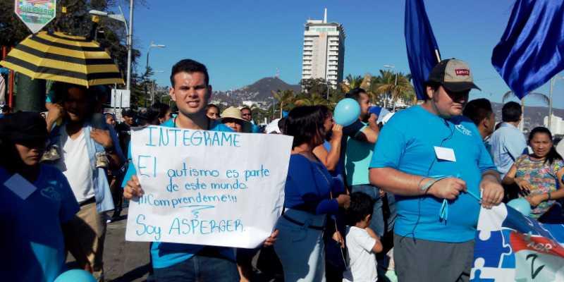Inclusión, derecho exigido en marcha por Día Mundial del Autismo