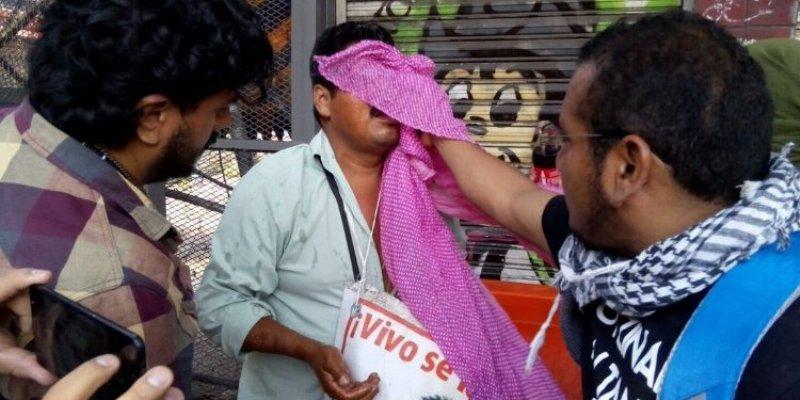 Lanza PF gas lacrimógeno a padres de los 43