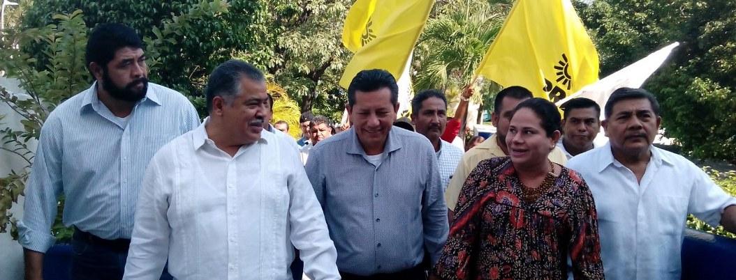 Víctor Aguirre inventa acto desesperado de apoyo; lo dejan fuera 2