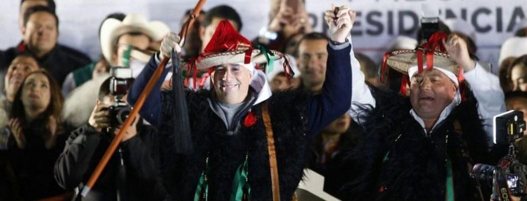 Meade se disfraza de indígena para arrancar campaña en Chiapas