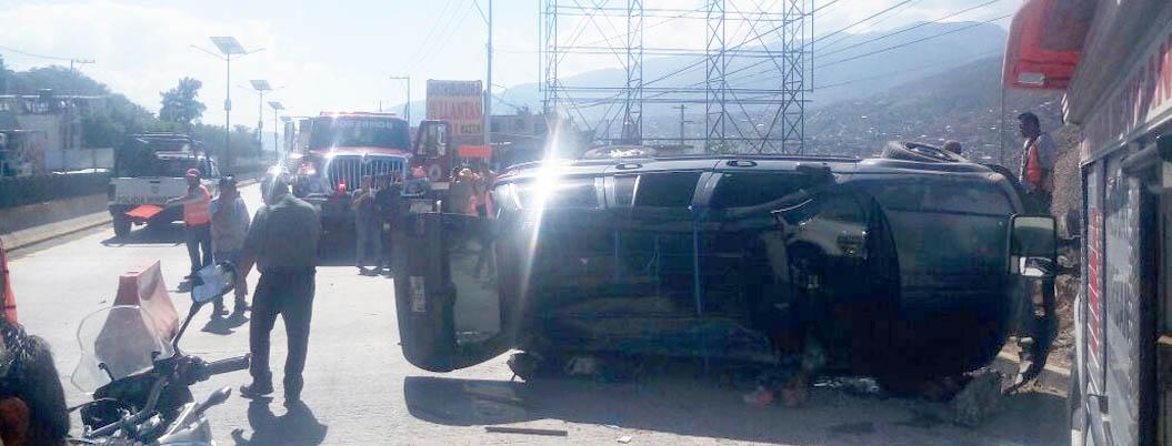 Dos heridos por volcadura en Chilpancingo