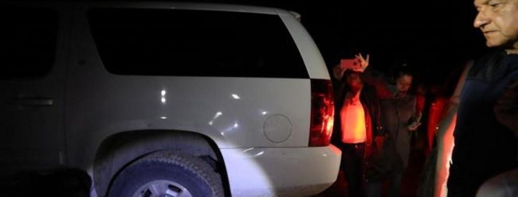 Ponchan dos llantas a Suburban de AMLO indígenas de Chiapas 1