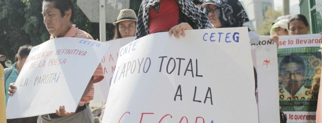 Ayotzinapa protesta en Fiscalía por detenidos en Cacahuatepec 1