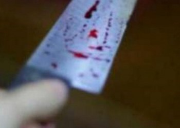 Ataca con cuchillos