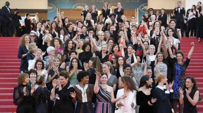 Estrellas femeninas protestaron en la alfombra roja de Cannes 1