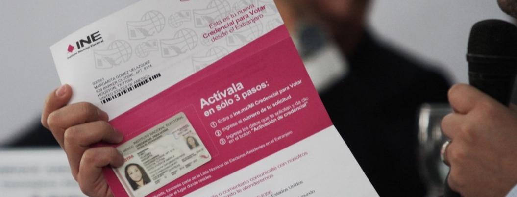 Mexicanos en el extrajero reciben paquetería para votar