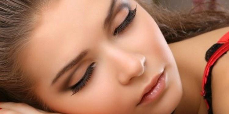 Consecuencias de dormir maquillada 1