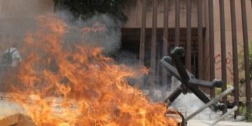 Maestros marchan y vandalizan Congreso de Guerrero 12