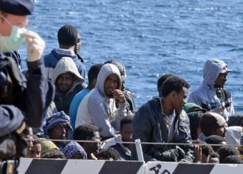 Sin rumbo 450 migrantes mientras Italia y Malta discuten 2