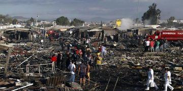 Suman 16 muertos por explosión en Tultepec 9