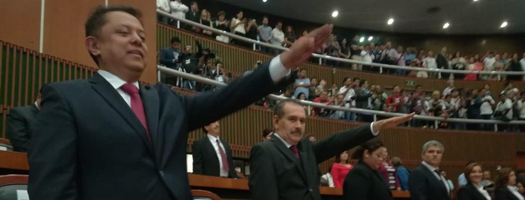 Morena recuerda a los 43 normalistas en instalación de 62 legislatura