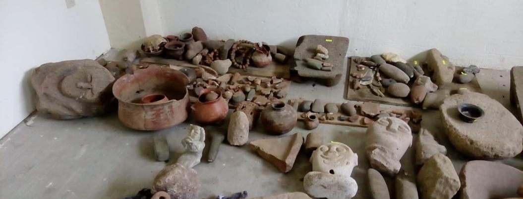 Autodefensas recuperan piezas arqueológicas robadas por Tequileros