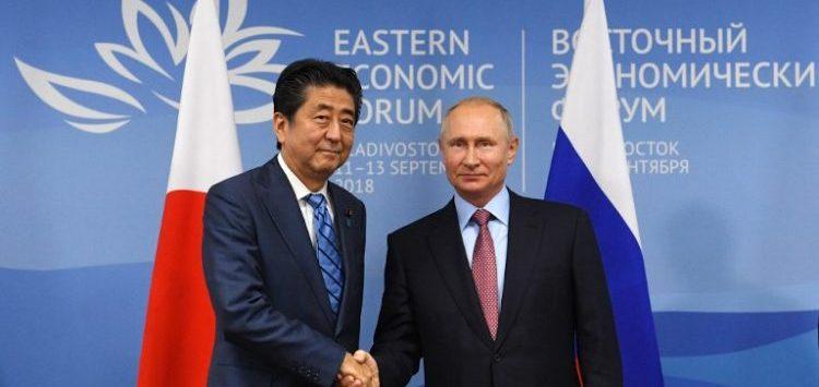 Putin propone a Japón firmar un tratado de paz en 2018