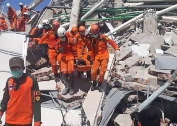 Asciende a 832 cifra de muertos por terremoto en Indonesia 2