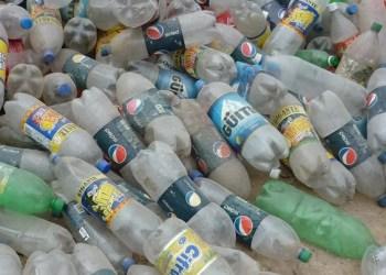 Alertan sobre micro-partículas que viajan en botellas de plástico 3