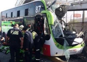 Mexibús se estrella con puente peatonal; hay 22 heridos 1