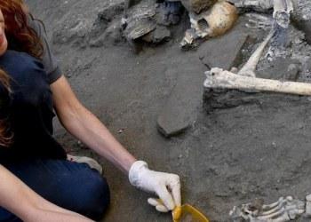Hallan restos de 2 mujeres y 3 niños que huían de erupción del Vesubio 3
