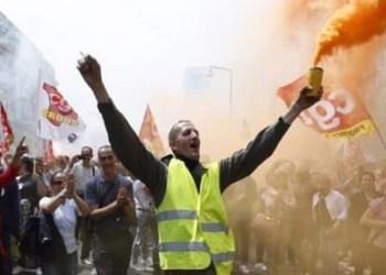 Protestan miles de franceses contra gasolinazos 1