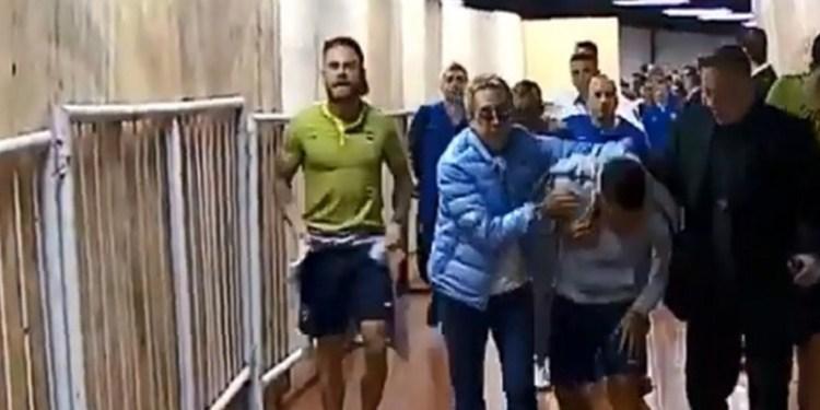 Lanzan gas pimienta aficionados de River contra jugadores de Boca 1